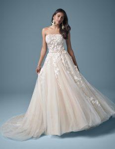 svadobné šaty s áčkovou sukňou