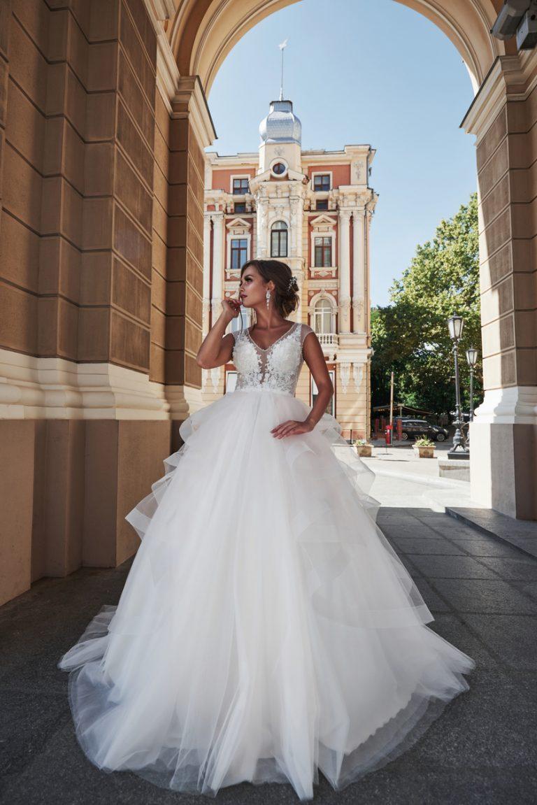 pompézne svadobné šaty