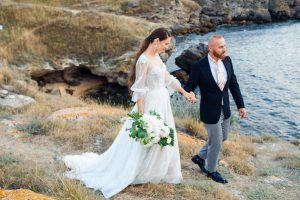 svadobné šaty s voľnými rukávmi