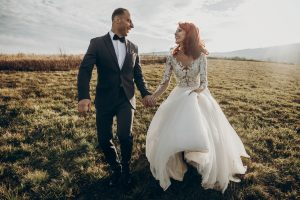 čipkované svadobné šaty na prírodnú svadbu